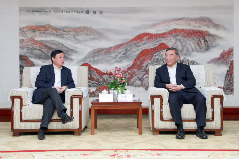 中国商飞董事长贺东风访问中国建材集团